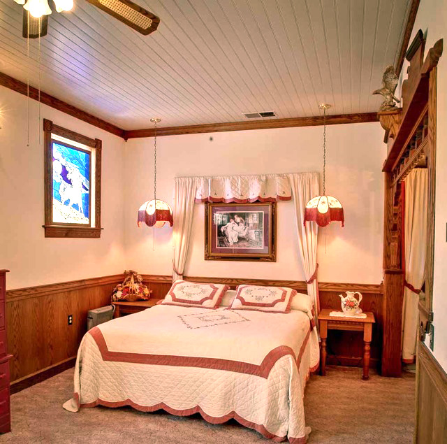The Evelyn and Carmelo Room is Yosemite Hotel Inn's Honeymoon Suite