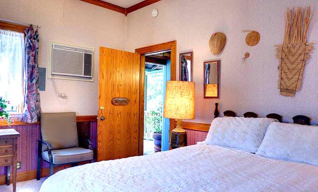 Mariposa Hotel Inn - Yosemite Hotel Room
