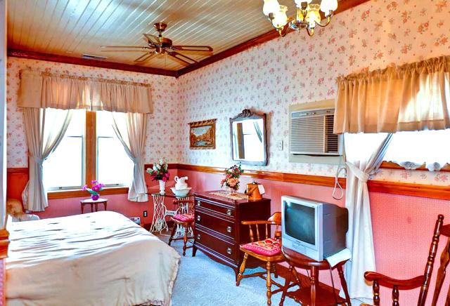 yosemite hotel room mariposa inn helen maurey's room